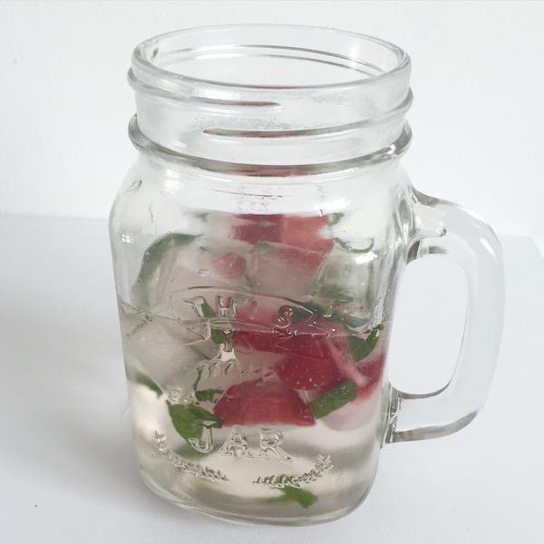 Eiswürfel Erdbeer Wasser sophiagaleria