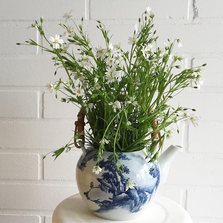 Teekanne blauweiss mit Blumen sophiagaleria