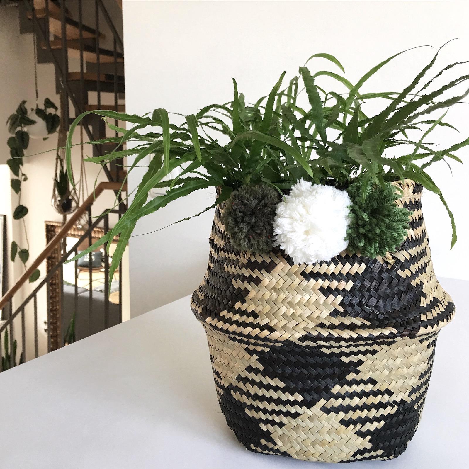 diy pom pom korb deko sophiagaleria sophiagaleria. Black Bedroom Furniture Sets. Home Design Ideas