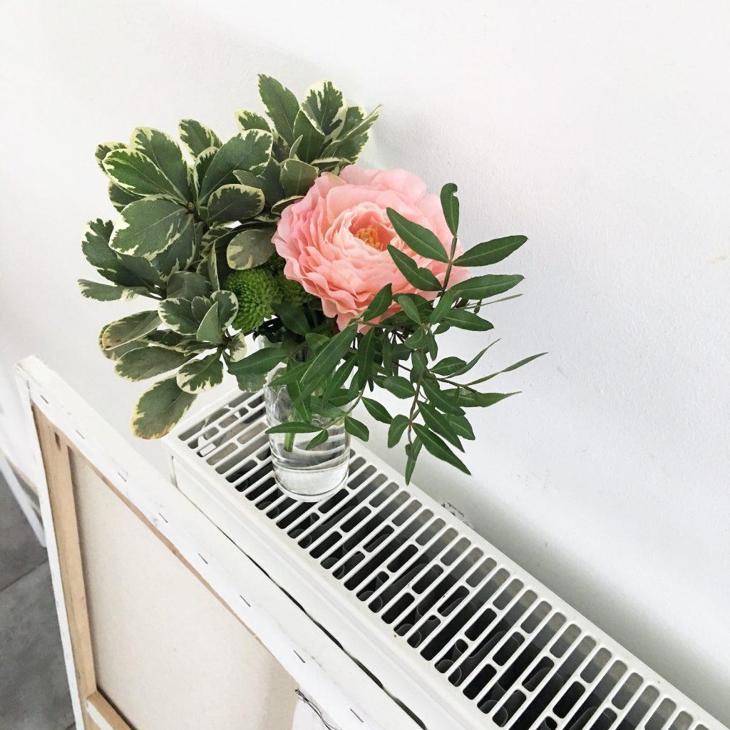 vasen dekorieren tipps herzvase als kleine vase tischdeko. Black Bedroom Furniture Sets. Home Design Ideas