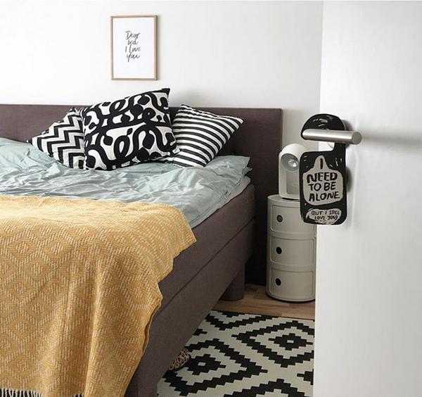 Schlafzimmer Deko in der Trendfarbe Senf Gelb - sophiagaleria