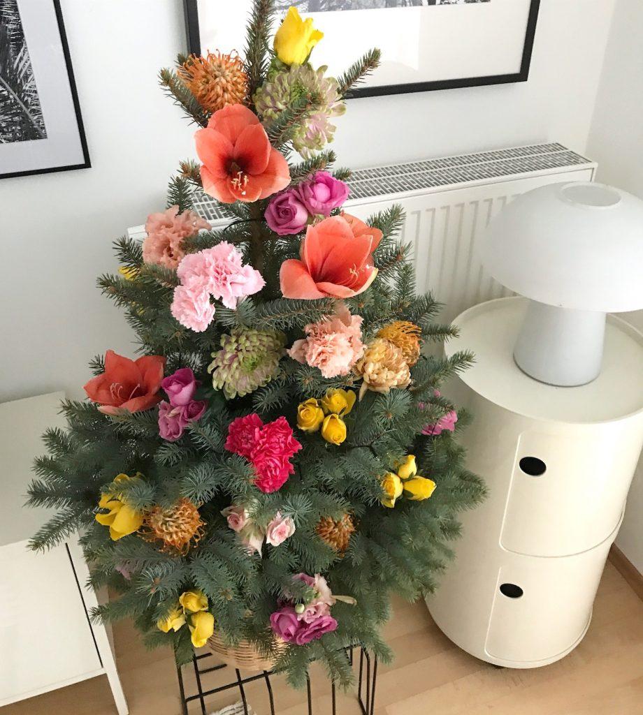 Weihnachtsbaum Natürlich.Weihnachtsbaum Mit Frischem Diy Blumenschmuck Sophiagaleria