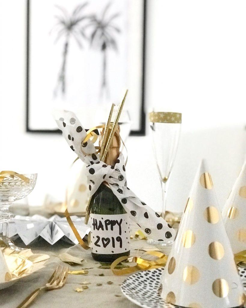 Silvester Tisch Deko In Schwarz Weiss Gold Happy New Year 2019