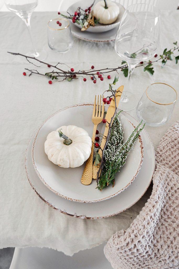 Dreierlei Herbstliche Tischdeko Inkl Goldene Diy Serviettenringe Sophiagaleria