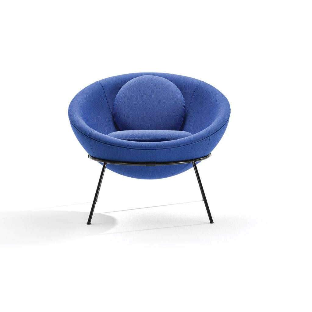 Bardi's Bowl Chair_Blu brillante@studiopointer.com_Courtesy_Arper