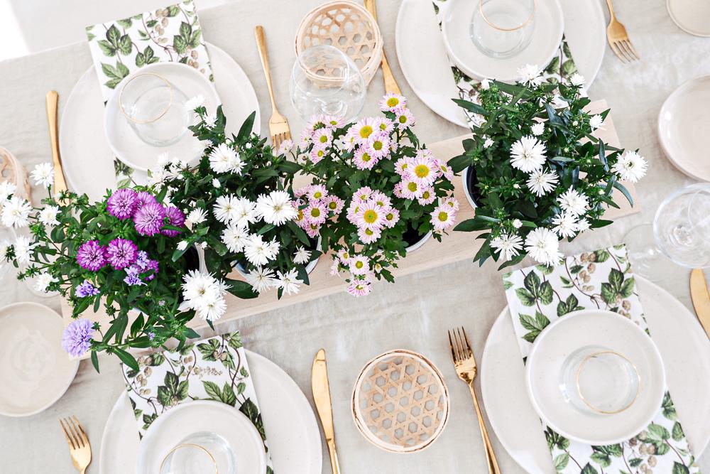 DIY Blumenbank als Tischdeko