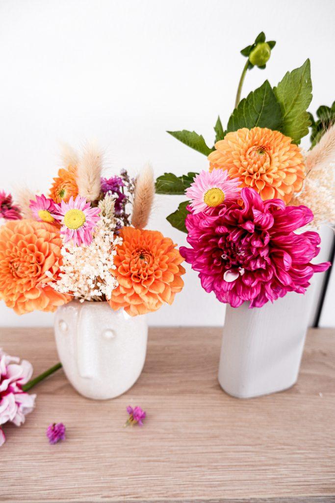 Blumen Deko mit Dahlien